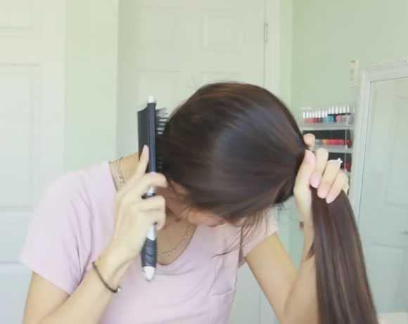 Зачесываем волосы вниз