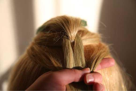 Добавляем пряди волос и завязываем хвост